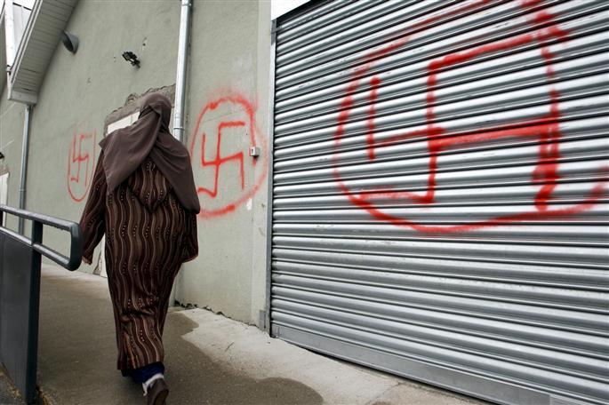 c-est-la-personne-chargee-d-ouvrir-les-portes-du-lieu-culte-hier-matin-qui-a-decouvert-les-graffitis-et-alerte-la-police