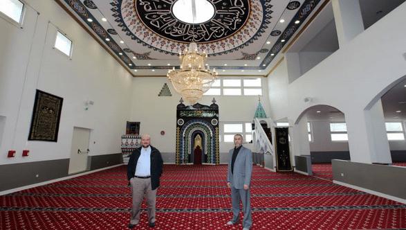 La salle de prière de la mosquée turque d'Annecy