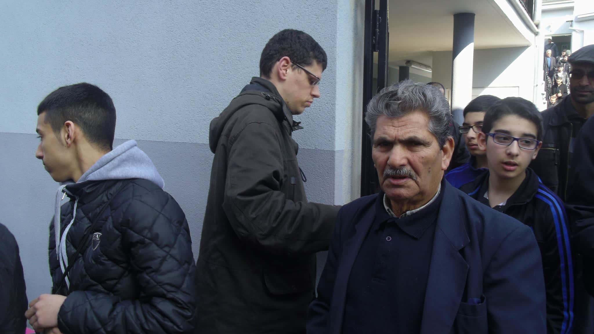 Distribution de tracts de Pierre Dreyburger à la sortie des mosquées à Mulhouse 1