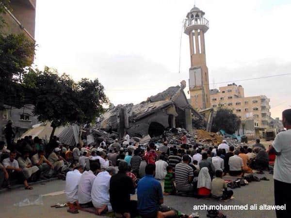 Les musulmans de Gaza prient sur les ruines de leurs mosquées