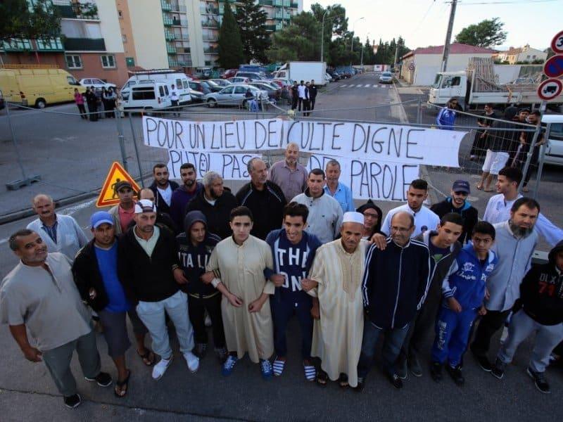 les-musulmans-de-la-cite-ensoleillee-ont-organise-mardi_435233_800x600