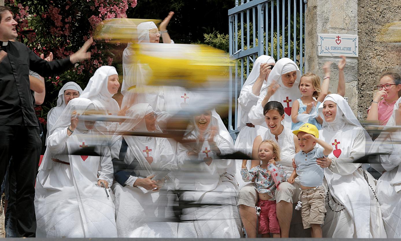 Des femmes voilées sur la route du tour de France