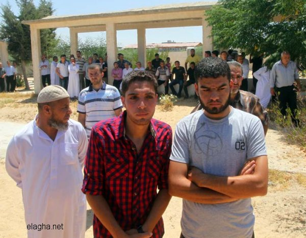 Ihsan Al-Agha fait des adieux à un martyr