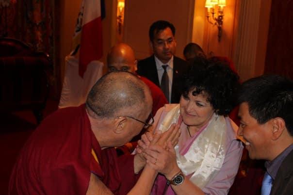 Jacqueline Eustache-Brinio à l'aise avec les bouddhistes, mais pas les musulmans