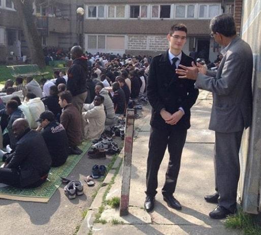 Maxime-Buttey-à-la-mosquée-de-Noisy-pendant-la-campagne-des-municipales