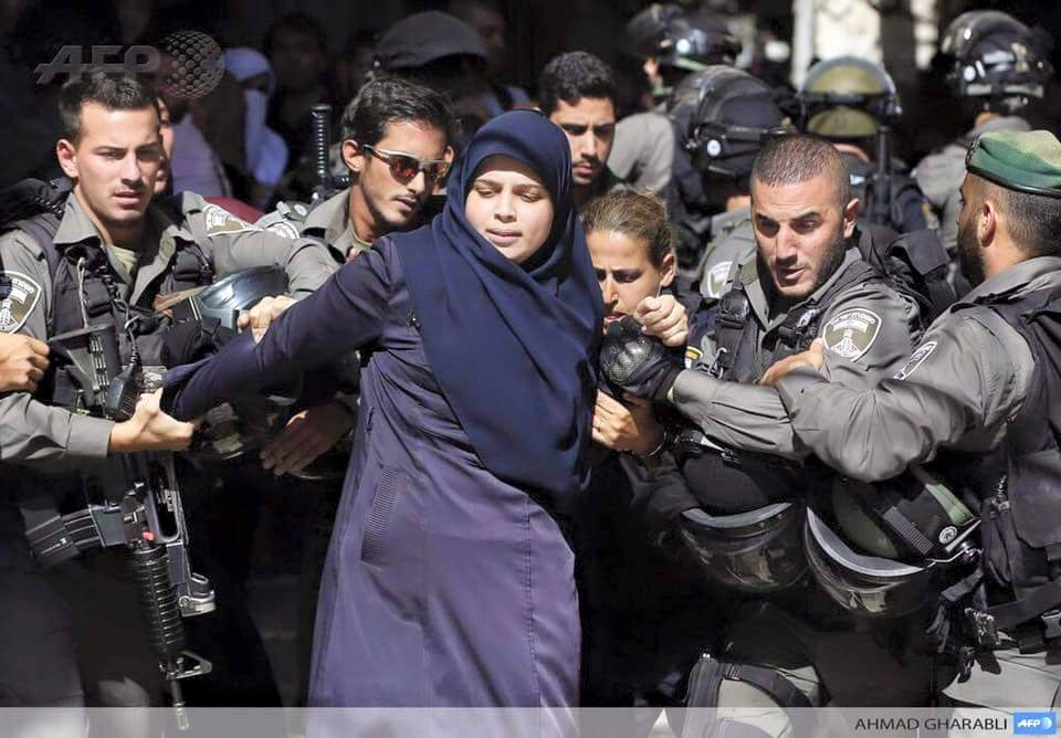 La mosquée Al-Aqsa prise d'assaut par les soldats sionistes