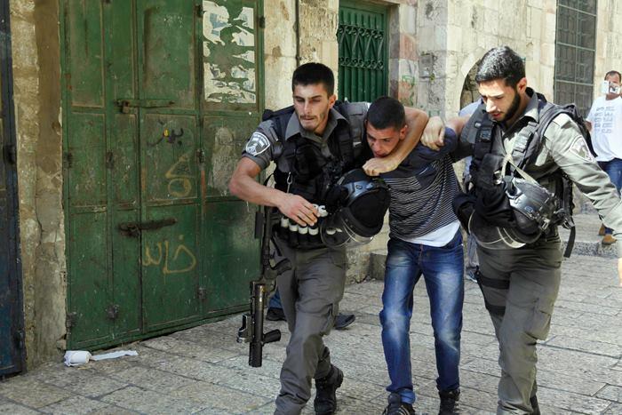 La mosquée Al-Aqsa prise d'assaut par les soldats sionistes 5