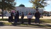 États-Unis  Ils défilent armés devant la mosquée !