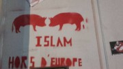 Tags sur la mosquée de Draguignan