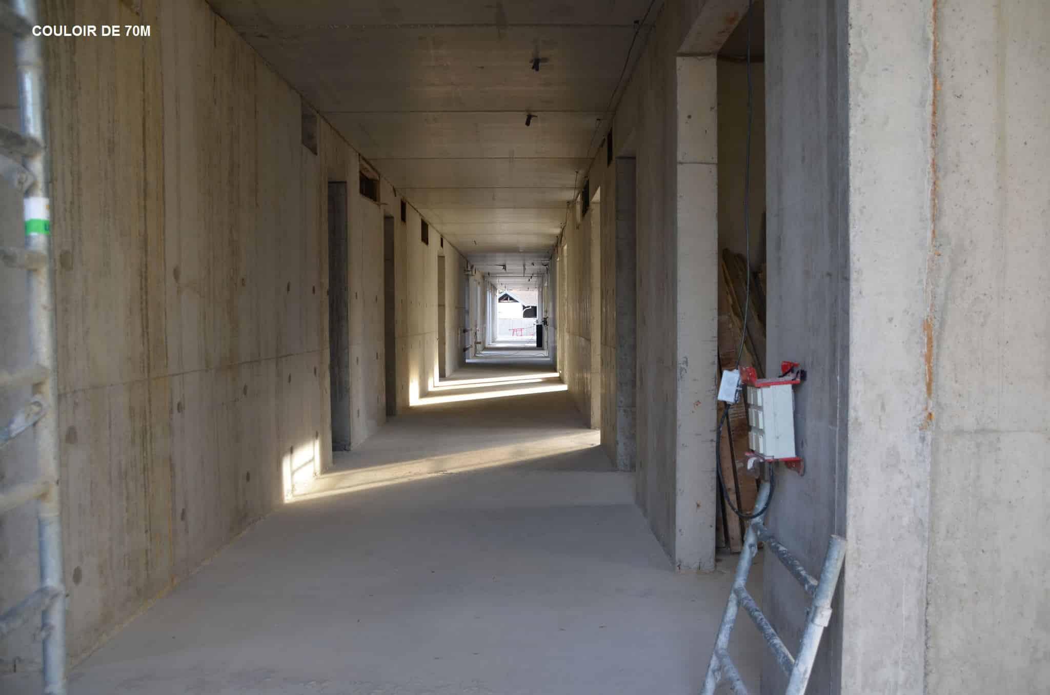 Couloir premier étage du Centre Annour de Mulhouse