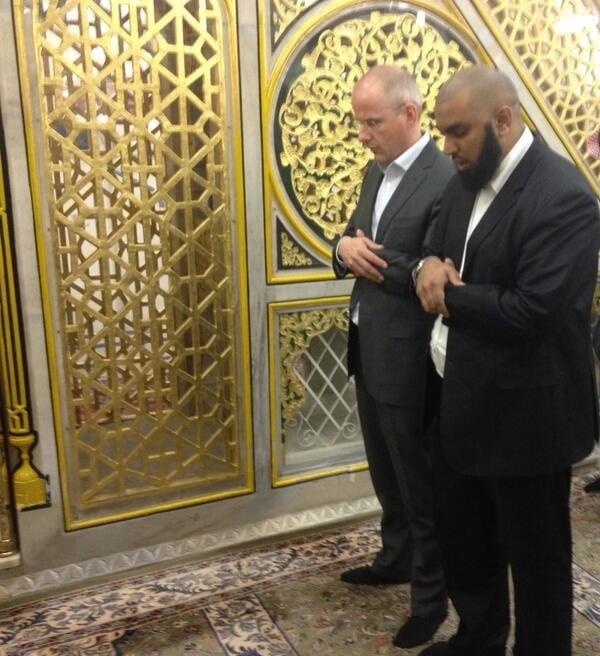 Arnoud Van Doorn à la mosquée du prophète