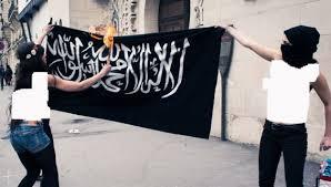 Femen brûlent le drapeau de l'Islam