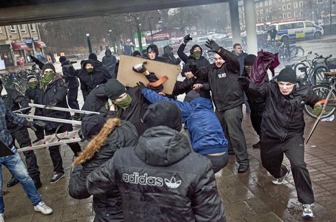 Attaque d'une manif anti-raciste à Stockholm
