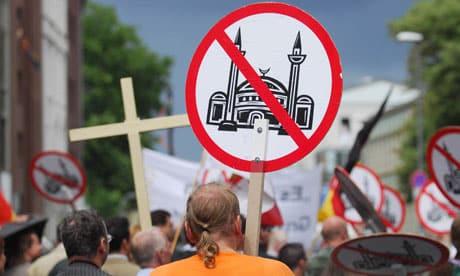 Droite Forte contre mosquées et minarets