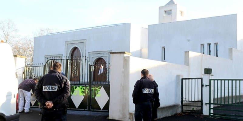 La mosquée de Bayonne taguée