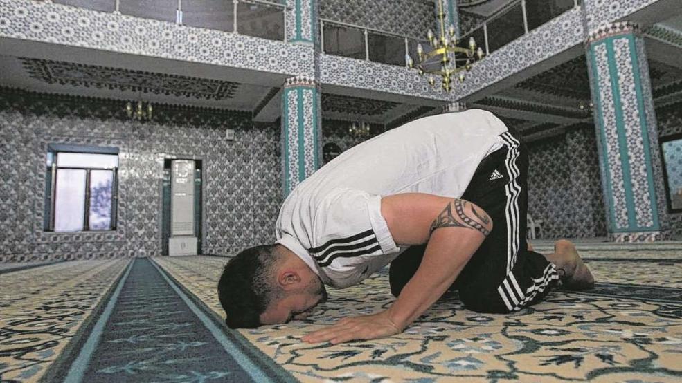 Le footballeur allemand Danny Blum se convertit à l'Islam  2