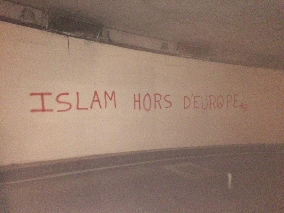 Tags islamophobes dans les rue de Lyon signés par les identitaires 1
