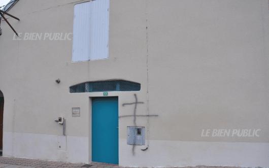Un tag sur la mosquée de Montabrd