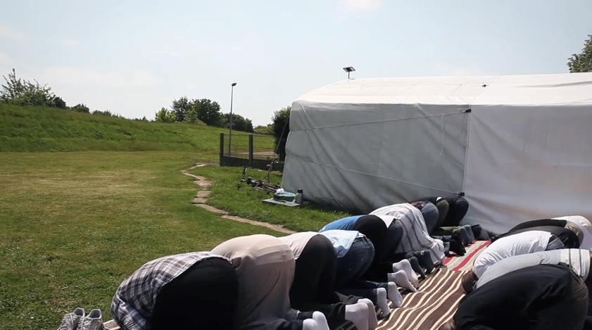 Musulmans de Rambouillet sous une tente