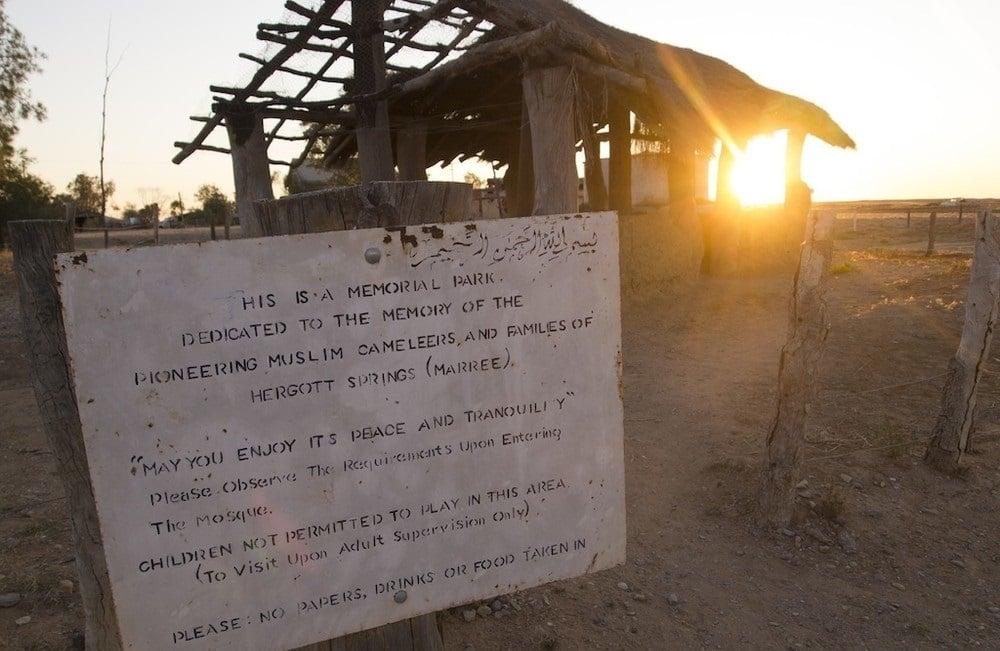 Entrée de la mosquée de Marree, la première d'Australie