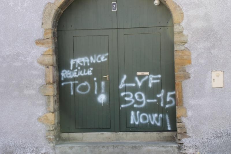 Une mosquée et une boucherie Halal taguées à Oloron-Sainte-Marie 1
