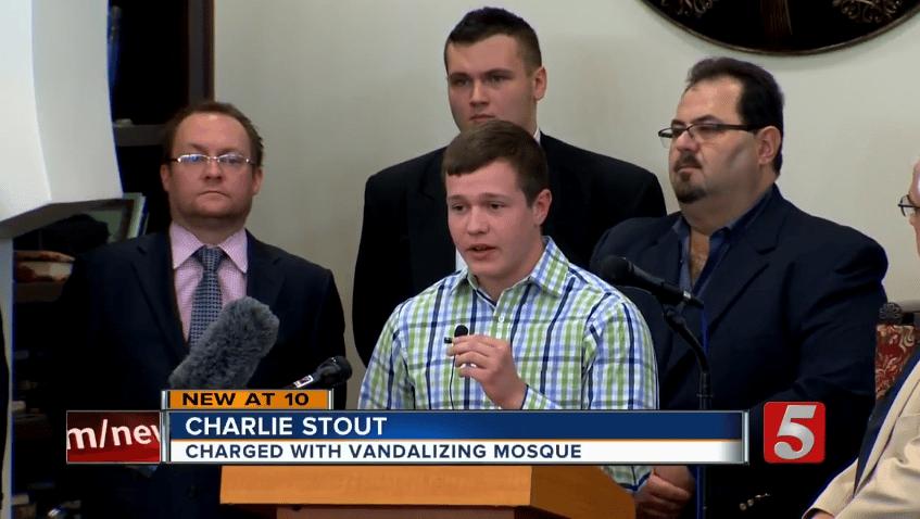 Deux jeunes s'excusent devant les fidèles après avoir profané leur mosquée