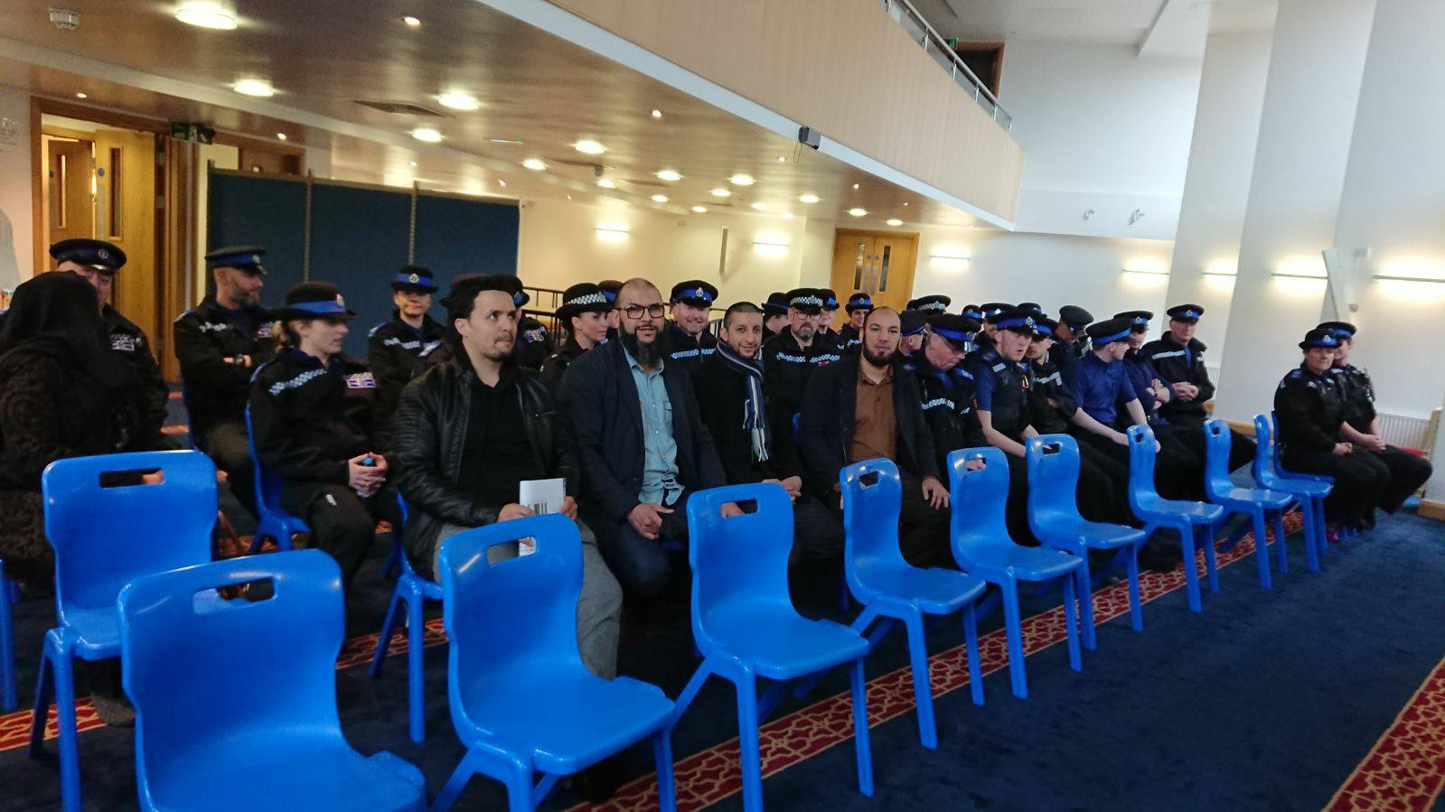 La police a la mosquée de Reading 3